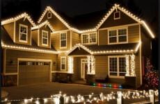 Зачем нужно украшать дом снаружи к Новому Году